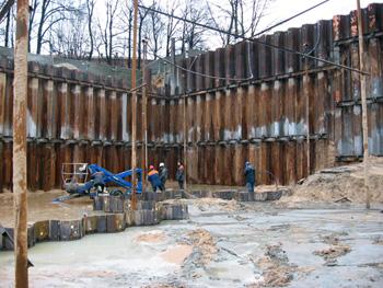 Основание фундамента 12 м ниже уровня грунтовых вод